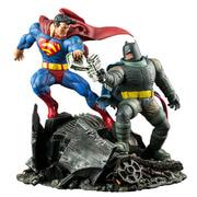 DC Collectibles The Dark Knight Returns: Superman Vs. Batman Statue