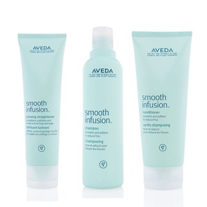 El trío Aveda Smooth Infusion - champú, acondicionador y el sérum alisante Aveda Smooth Infusion™ Naturally Straight