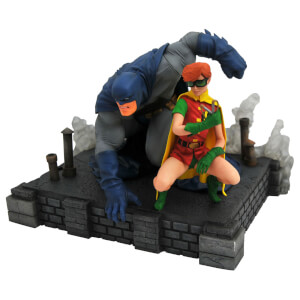 Diamond Select DC Gallery Dark Knight Returns Batman & Carrie Dlx PVC Fig