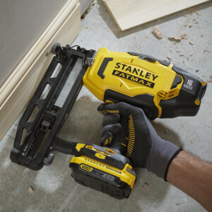 STANLEY FATMAX V20 18V Cordless Nailer with 2 Batteries and Kit Box (SFMCN616D2K-GB)