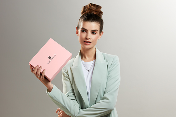 GLOSSYBOX im März beautyholic Edition model business look