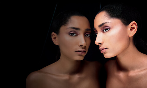 Réaliser un joli maquillage des sourcils en utilisant notre gamme Sourcils Illamasqua. Mélangez nos produits afin de créer l'effet désiré.
