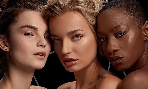 La nostra categoria di primer più venduta a livello mondiale comprende formulazioni uniche e innovative, sviluppate per tutti i tipi di pelle.