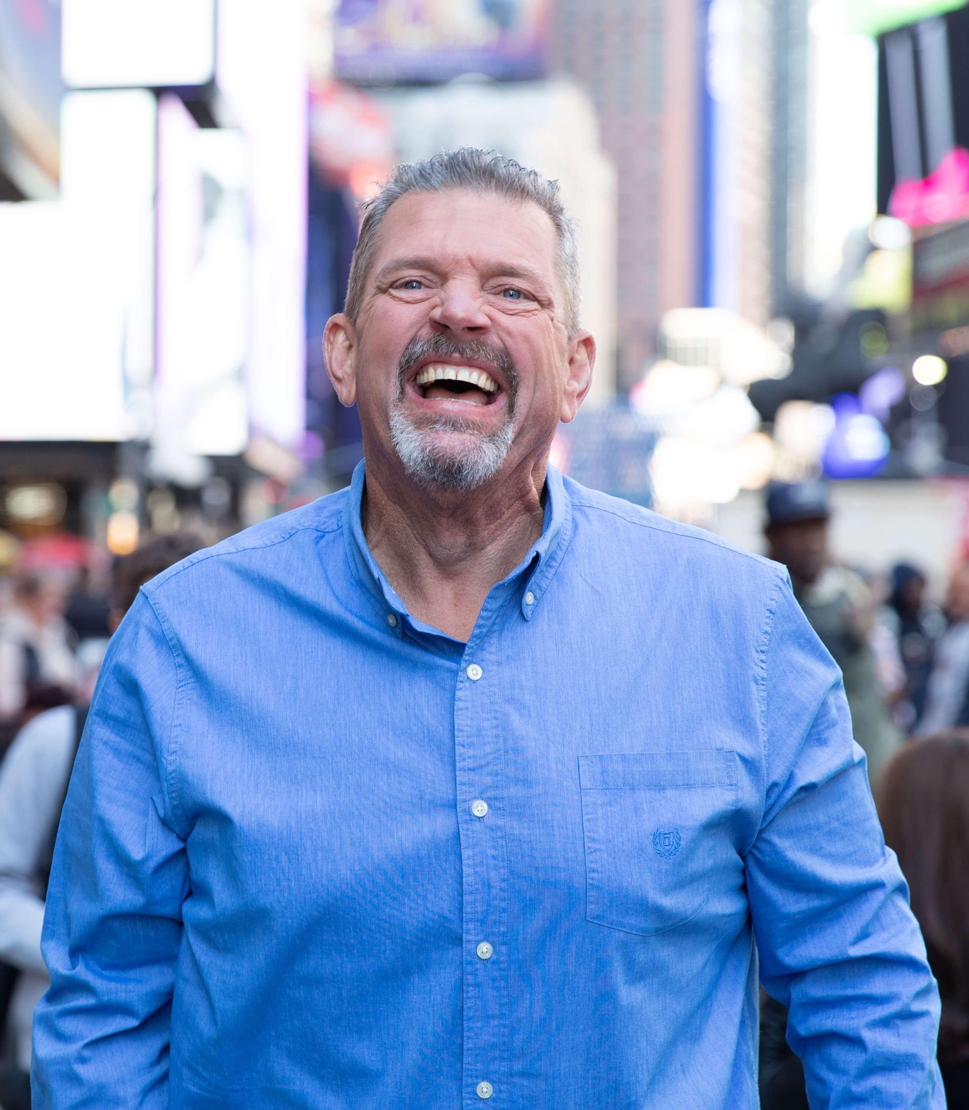Image d'un homme qui rit