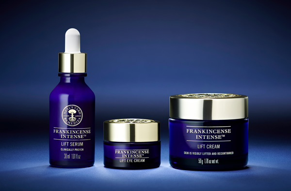 Frankincense Intense™ Lift. Visibly lifts & recontours