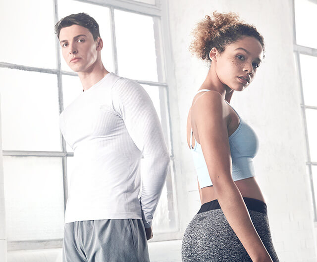 <b>SEAMLESS CLOTHING RANGE</b>