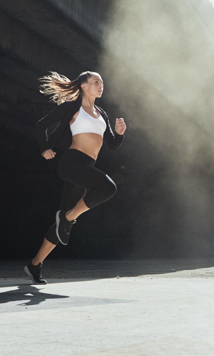 dekle teče