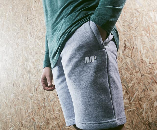 <b>MEN'S CLOTHING</b>