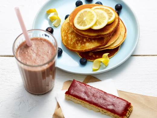 Selection of exante products Strawberry Jam & Yogurt bar, Lemon pancakes and Chocolate shake