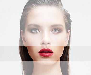 Lord & Berry model med læberne fremhævet