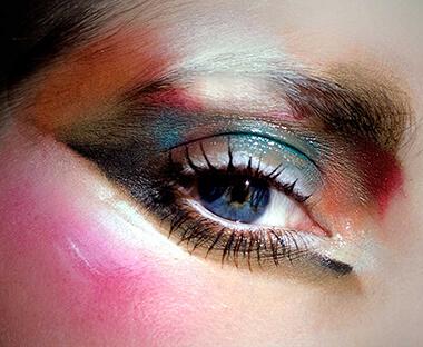 <b> Φυσικά χρώματα του ανθρώπου </b>